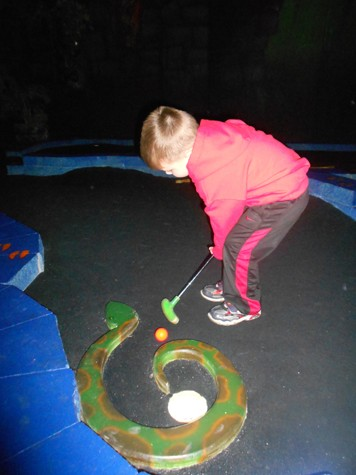 Wow Zone Black Light Mini Golf